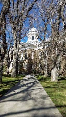 Carson City, NV: Walkway to the Nevada Capitol.