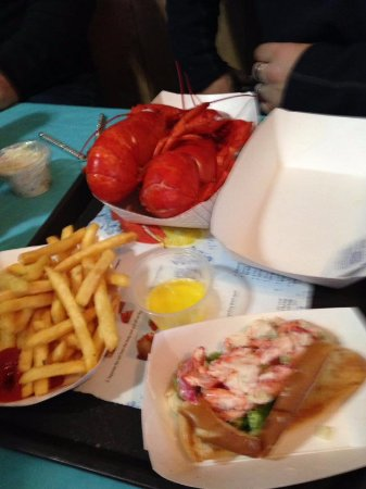 ‪‪Newbury‬, ماساتشوستس: Twin Lobster Dinner and Lobster Roll‬