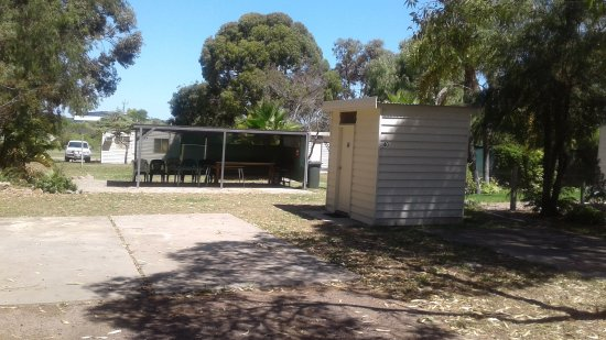 Acclaim Pine Grove Holiday Park : Ensuite site/BBQ Area