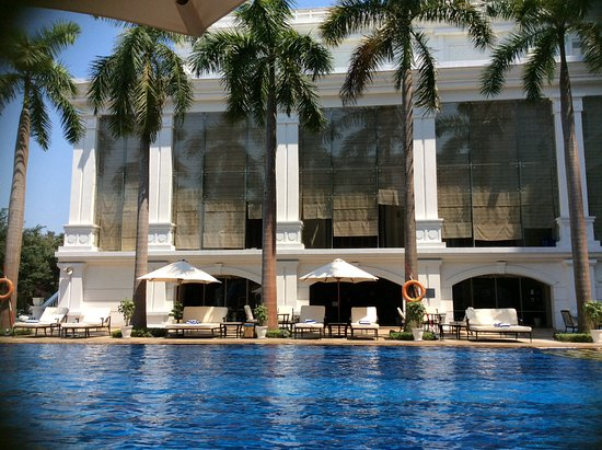 Indochine Palace: Beautiful pool and cocktails