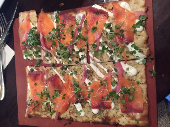 Glen Mills, Pensylwania: Delicious! Especially the salmon/dill flatbread, the generous lamb chops & the lavender mojito!