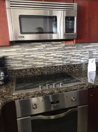 Miramar, FL: Viking appliances in kitchen