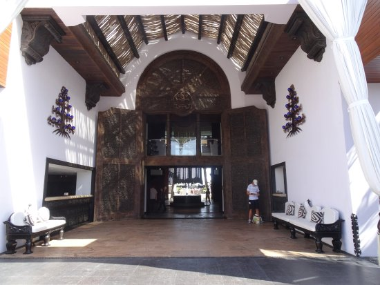 Cabo Azul Resort: Gorgeous entryway
