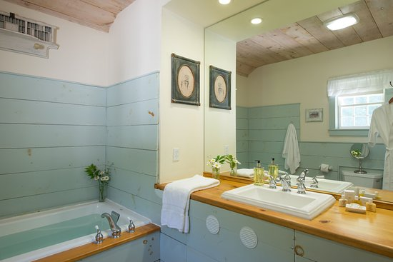 East Chatham, NY: Bathroom of the Loft Suite.
