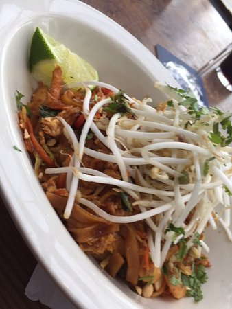 Browns Socialhouse: The pad thai was tasty but not quite enough to satisfy my hunger