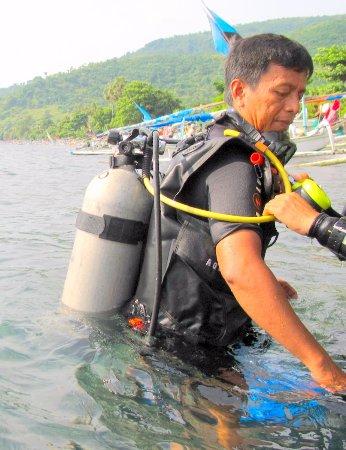 Kerobokan, Indonesia: Wayan about to dive with us