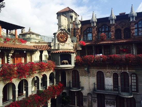 The Mission Inn Hotel and Spa: Beautiful during the day...
