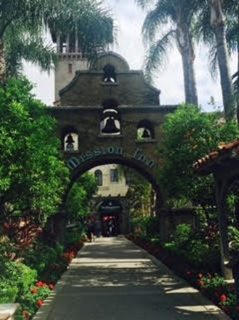 The Mission Inn Hotel and Spa: Great entrance, BUT rooms are bad.