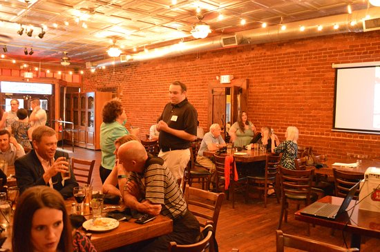 Gainesville, GA: A wonderul layout so the family members could visit and enjoy good food and drink.