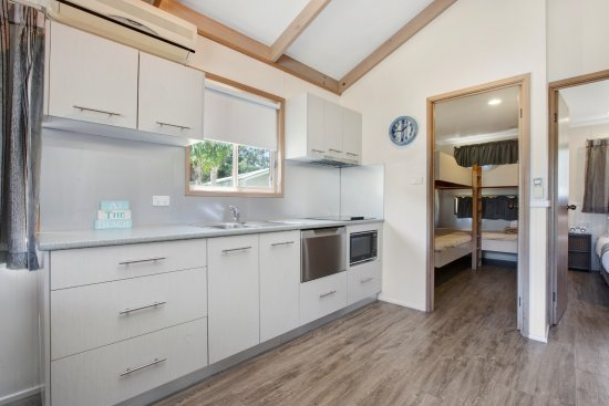 Gerroa, Australien: Beachside cabin kitchen