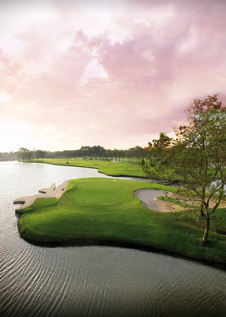 Bang Phli, Thailandia: Hole 18 Newly renovated with new green and new shark bunker