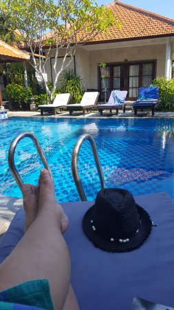 Pondok Jenggala: Plenty of sun loungers for chillaxing by the pool