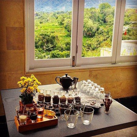 Батурити, Индонезия: Tea making class. Photo by @SassyPotatoStrikesAgain