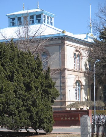 Lvshun Kou Area: 「関東軍司令部旧址、現博物館」の右隣にある旅順銭幣博物館です