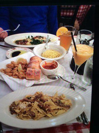 Maggiano's Little Italy: Good food