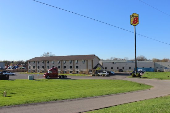 Entrance - Picture of Super 8 by Wyndham Wyoming/Grand Rapids Area - Tripadvisor