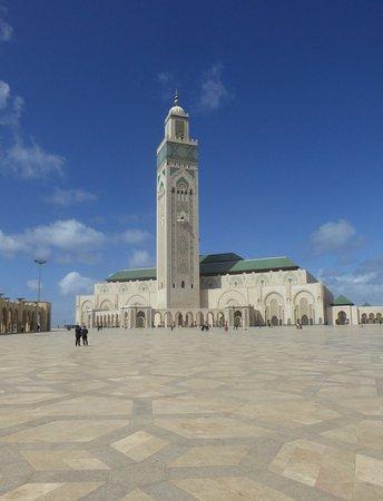 Мечеть Хассана II: Stort torg