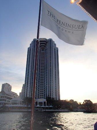 The Peninsula Bangkok: Iconic Courtesy boats to cross river