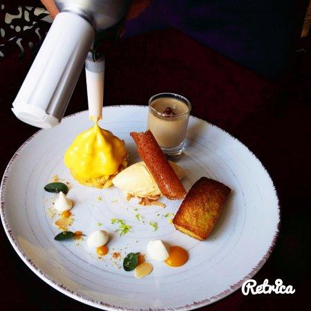 Cellettes, Frankrijk:  La Mangue: minestrone de mangue et citron vert, panacotta d'Orélys, crème glacée au miel et nua