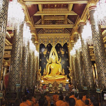 Phra Si Ratana Temple (Wat Yai): Faith