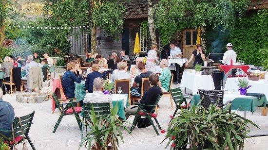 Klosterneuburg, Austria: Grillerei beim Bonka