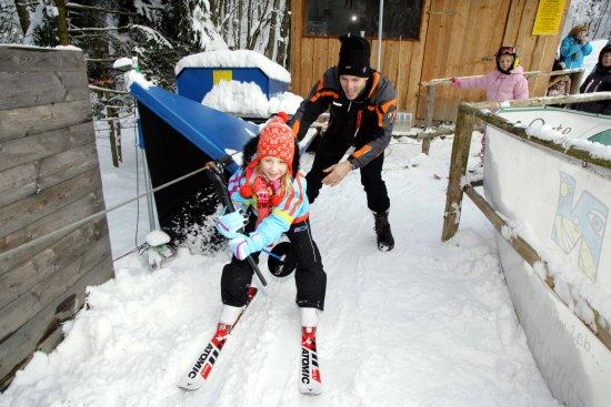 Klosterneuburg, Austria: Skilift Oberkirchbach - im Sommer und im Winter