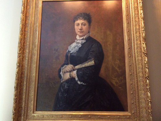 Bishop Museum : Berenice Pauahi Bishop in who's honour the Museum was built. A great love story.