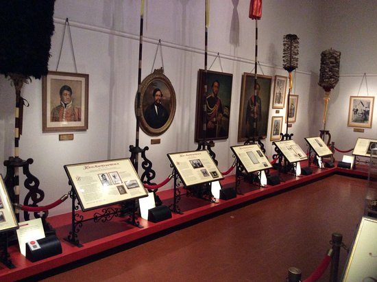 Bishop Museum : The room with all the pictures of the Hawaiian Monarchy and their history