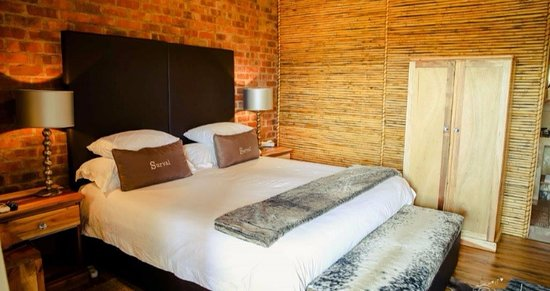 Surval Boutique Olive Estate: Standard Room - bath & overhead shower - Mountains Views
