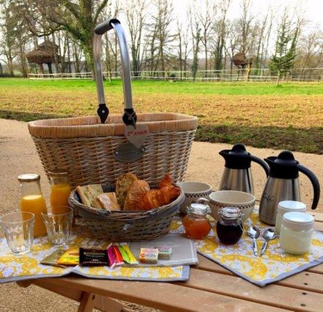 Saint-Albain, France : le petit déjeuner