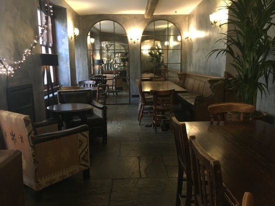 Abergavenny, UK: bar area