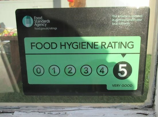 Oswestry, UK: Friendly and warm atmosphere. Hot and cold menu opinions, sit in or Takeaway. Fresh salads and S