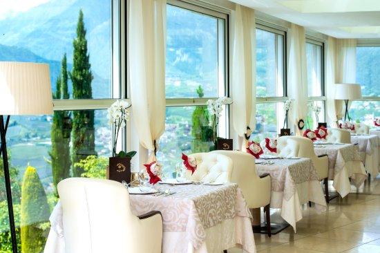 Hotel Restaurant Sonnbichl Tirolo Dorf Tirol Restaurant