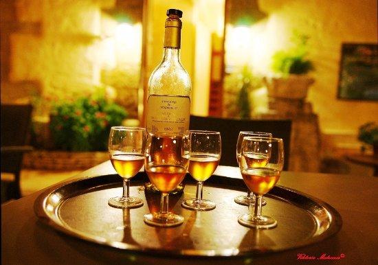 Beaumes-de-Venise, Francia: Boire un muscat de Beaumes de Venise Sur la terrasse