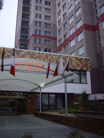 Hotel Dum: hotel girişi