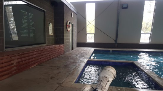 BIG4 Ballarat Windmill Holiday Park: Comfy warm spot to watch TV while watching the kids swim!