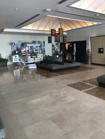 Holiday Inn Express Dubai Airport: Holiday is clean hotel