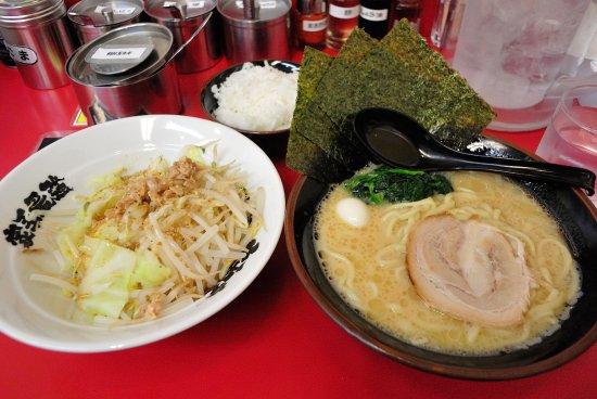 Akishima, Japan: 「醬油ラーメン」と「もやキャベ」に「ランチ無料ライス」
