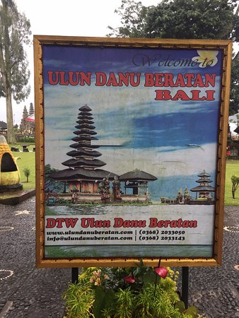 Bedugul, Indonésia: Temple on the Water