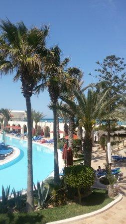 SENTIDO Djerba Beach: Blick vom Balkon auf die Poollandschaft
