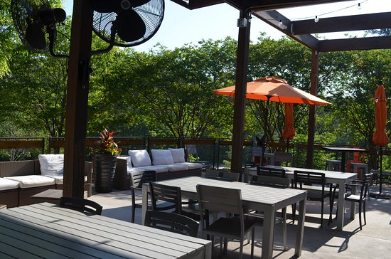 Peachtree City, Τζόρτζια: Our beautiful patio is the perfect place to unwind!