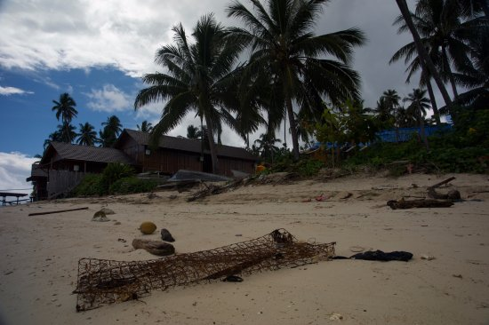 Derawan Islands, Indonesia: Beach and litter in front of DDL