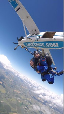 Salisbury, UK: Tandem Skydive from 15,000ft
