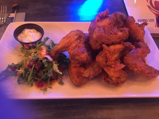 Lisburn, UK: 12 Hot Chicken Wings (Starter)