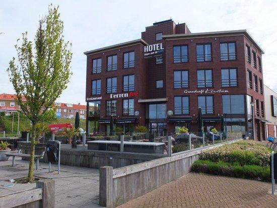 Ijmuiden, Países Bajos: Begane grond cafe/brasserie, hotel 1e, 2e en 3e(?) etage