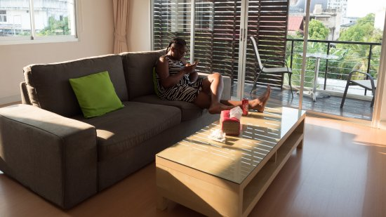 Studio 99 Serviced Apartments: Living room