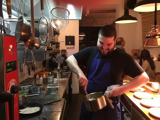 Saint-Gilles, Belgium: Richard and his kitchen.