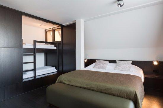 Badkamer suite - Bild von Van der Valk Hotel Volendam, Katwoude ...