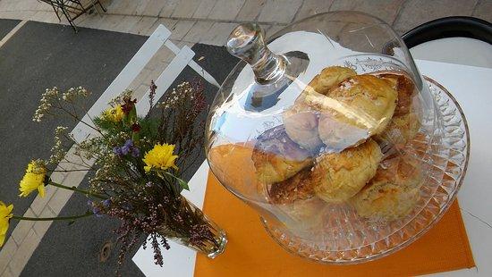 Valbonne, France: petits pains briochés