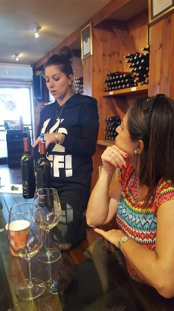 Golan Heights: Chani Nachum demostrating the diffrant wines